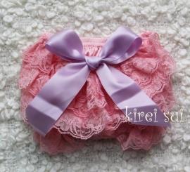 Luierbroekje kant roze/lila strik