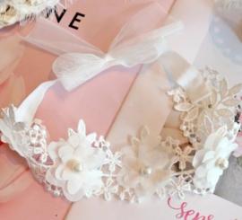 Haarband wit bloemen