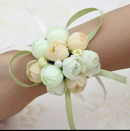 Polscorsage wit bloemen satijn