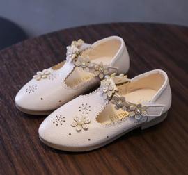 Bruidsschoenen ivoor met bloemen