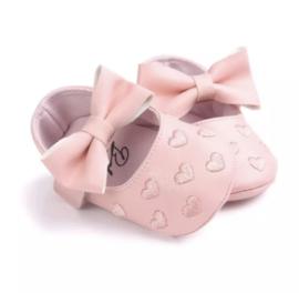 Baby schoen BLOSJESROZE met strik en kleine hartjes