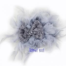 Haarband veren grijs met strik