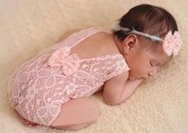 Newborn kanten pakje oud roze strik + haarband