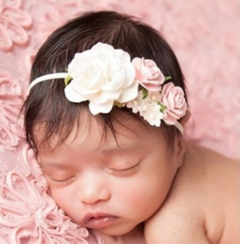Haarband roosjes in ivoor en roze met parel