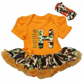 Babyjurk eigen naam camouflage oranje  + haarband