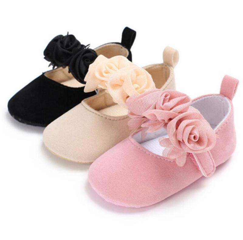 Babyschoen beige met roosjes