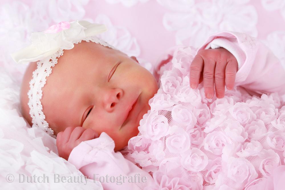 babyjurken-roze-newborn-pasgeboren-