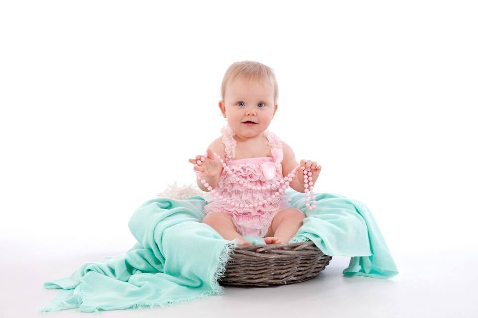 Baby-jumpsuit-zomer-pastelkleuren-lichte-kleuren-fotoshoot