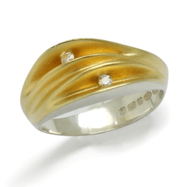 """Shell"" ring van Paul Finch 0.06 ct"