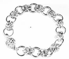 Armbanden in verschillende technieken ingezonden door Else