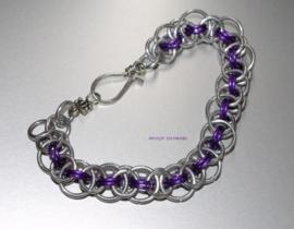 SA-018 Chainmail Armband zilver/paars.