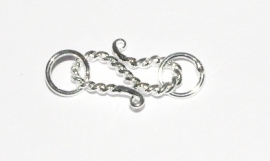 OND404 Silverplated twisted S-Haaksluiting 27x13x2mm.