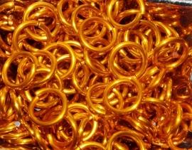 aluminium oranje 1.6x8.5mm. (gezaagd)