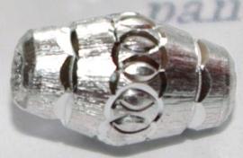 MK025 nikkelkl. bewerkte kraal ovaal 13x8