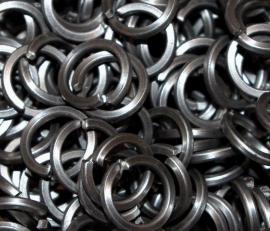 stainless steel vierk. draad 1.6x8.4mm. (machinaal)