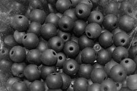 GK175  Glaskraal frosted zwart 6mm. 10st.