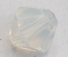 SWK026  swarovski tolletje 5301 opal white 4mm. zakje 5 stuks