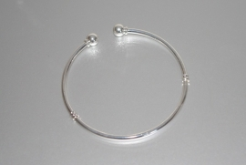 EB85858 Sterling silver plated armband met 2 stops.