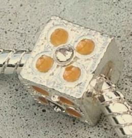 EB0052 Sterling silver plated  kubus met gele strass en schroefdraad.
