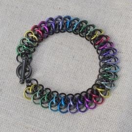 Armband in regenboogkleuren ingezonden door Riet
