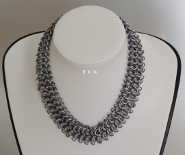 Insp.031 Chainmail collier in Black Ice en Satin White