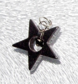 EK085  hematite pendant Bright Star incl. bail 22x22mm.