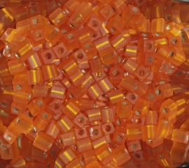 MC-0008F kubus Mat Silver Lined Orange 4mm. 5 gr.