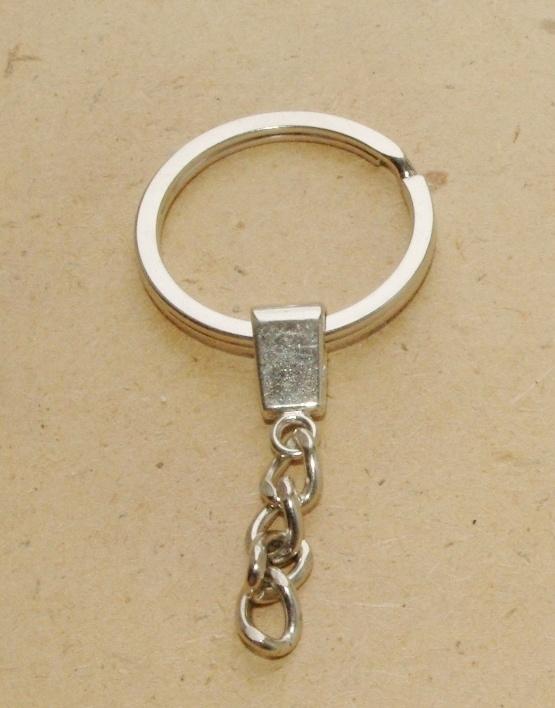 OND488 metalen zilverkleurige sleutelring plat incl. kettinkje