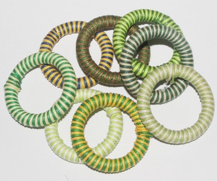 OND408groenmix handgeweven waxkoord ring-connector 40mm. mix groen 5st.