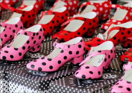 Flamenco shoes black red