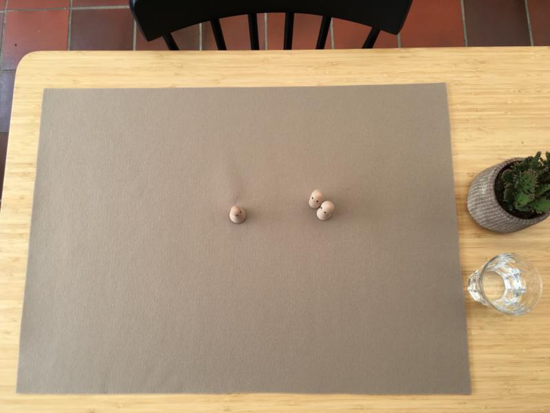 Vilten veld ZAND-BRUIN 50 x 70 cm