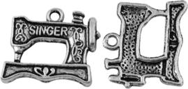 04477 Bedel Naaimachine Antiek zilver (Nikkelvrij) 18mmx20,5mmx2mm; gat 2mm 4 stuks