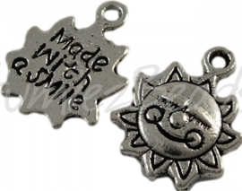 00303 Bedel zon made with a smile Antiek zilver (Nickel vrij) 16mmx12mm