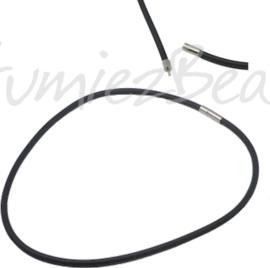 RK-0001 Rubberkoord ketting met bajonetsluiting Zwart; sluiting metaalkleurig 46cm lang; 4mm dik 1 ketting