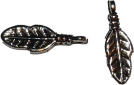 02629 Bedel veer Antiek zilver (Nikkelvrij) 17x5,5x3mm; gat 1,5mm 15 stuks