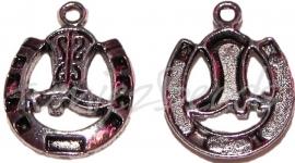 01944 Bedel hoefijzer met laars Antiek zilver 25mmx19mm