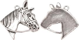 04492 Bedel Paardenhoofd Antiek zilver (Nikkelvrij) 44mmx40mmx7mm; gat 3mm 1 stuks