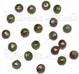 02233 Tsjechische glaskraal Groen/roze 6mm 20 stuks