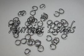 01745 Ringetjes zware kwaliteit Zwart (Nickel vrij) 4mmx1mm 100 stuks