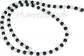 04011 Natuursteen mix streng ±38cm Zwart wit 4mm  1 streng