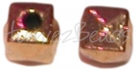 02152 Metalenkraal vierkant Antiek goud (Nikkelvrij) 7mmx7,5mmx7mm 11 stuks