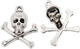 04447 Bedel Doodshoofd Antiek zilver (Nikkelvrij) 24mmx20mmx4mm; gat 2mm 1 stuks