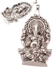 04439 Bedel Ganesh Antiek zilver (Nikkelvrij) 61mmx32mmx7mm; gat 3,5mm 1 stuks