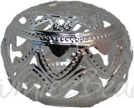 00522 Kraal filigraan plat rond Zilverkleurig 26mmx19mm; gat 9mm 3 stuks