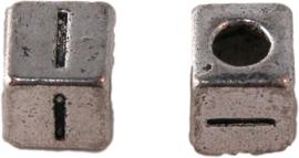 01161 Vierkante letterkraal I Antiek zilver