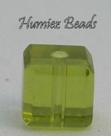 02724 Glaskraal vierkant facet geslepen Geel-groen 6mm 12 stuks