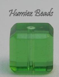 02752 Glaskraal vierkant facet geslepen Groen 8mm 1 streng (±30cm)