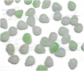 01065 Tsjechische glaskraal Wit-groen 6mmx8mm 40 stuks