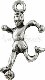 02262 Bedel voetbalspeler Antiek zilver (Nikkelvrij)