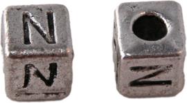 01166 Vierkante letterkraal N Antiek zilver